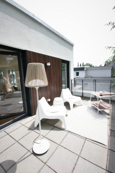 homestaging einer Terrasse für Penthouse Verkauf