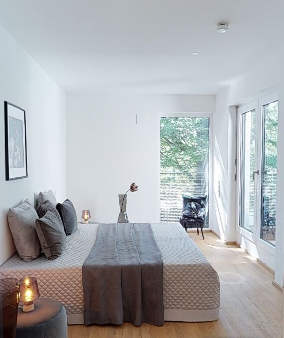 home staging Projekt der home staging Agentur Geschka in Muenchen - Schlafzimmer Gestaltung in edlen Grautoenen Penthouse