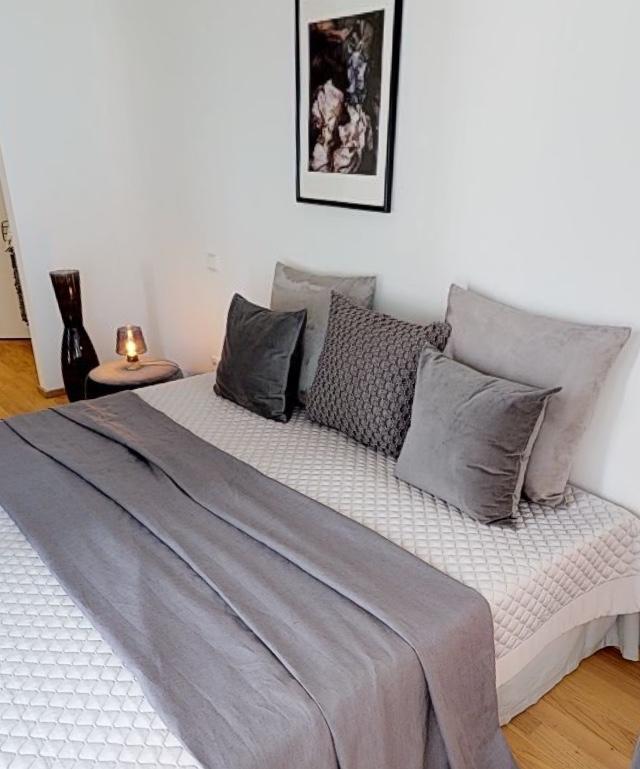 Schlafzimmer Gestaltung in edlen Grautoenen Penthouse