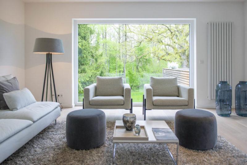 homestaging Projekt in Starnberg Wohnzimmer in Grau Tönen